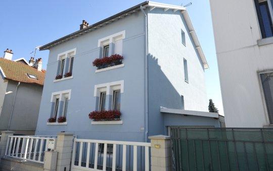 isolation façade enduit blanc bleu golbey