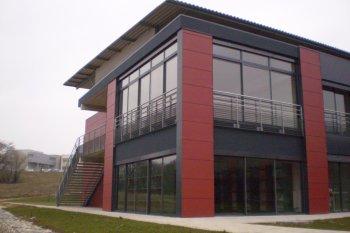 Bové Bardage Hôpital Montbéliard rouge noir
