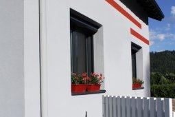Ravalement Saint-Amé enduit isolation gris clair rouge